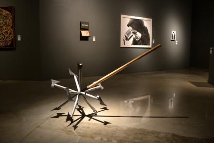 Arte y Politica vista de Hacha No 2 en exhibicion